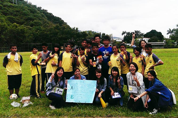 當KANO遇上BUNUN(布農),「夢想轉動夢想團隊」邀請KANO演員與布農小朋友進行足壘球競賽互動。